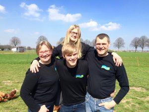 Team Bird: Tochter Eva unterstützt Mutter Bärbel in der Hofmetzgerei. Sohn Paul ist auch in der Landwirtschaft tätig und greift Vater Klaus bei Besuchen unter die Arme.