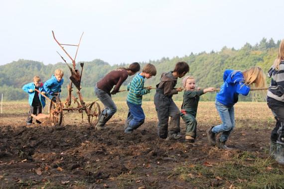 12 Kinder sind wochentags auf dem Hof und werden in der eigenen Kita nach handlungspädagogischen Ansätzen betreut. (Foto: Hof Pente)