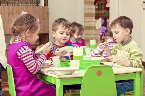 Gesundes Heranwachsen beginnt mit gesunder, kindgerechter Ernährung: Hier setzt das KULINARIX-Programm der Adalbert-Raps-Stiftung an.