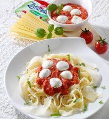Bandnudeln-mit-Tomatensauce-220x307.jpg