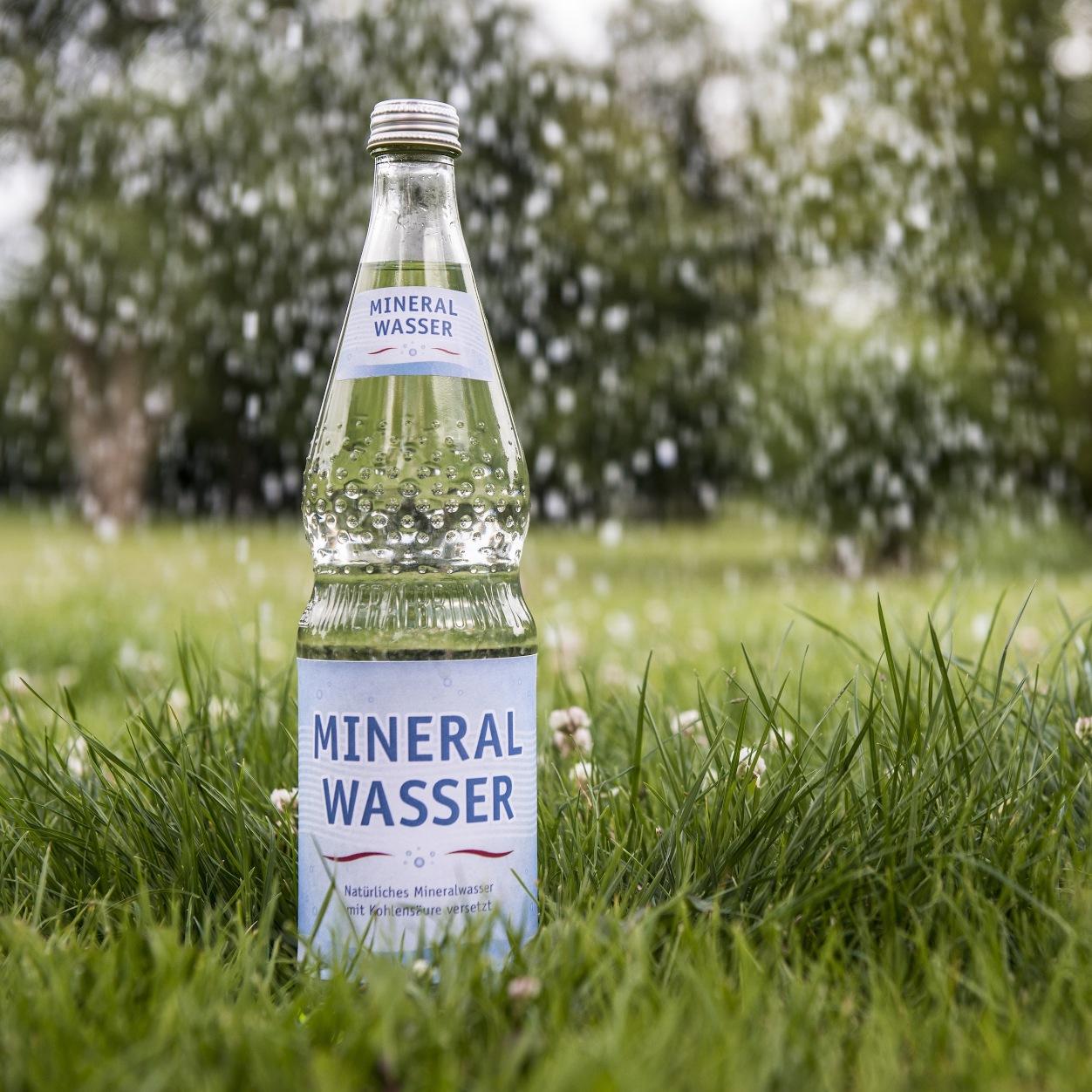 Nachhaltigkeit und Schutz der natürlichen Mineralwasservorkommen spielen hierzulande eine wichtige Rolle.