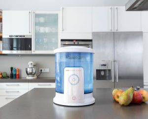 Mit dem DESI Fluider aus dem Hause Herrmann Innovations kann man aus herkömmlichem Leitungswasser ein nachhaltiges und wirksames Desinfektionsfluid herstellen.
