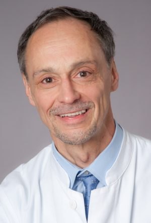 Univ.-Prof. Dr. Dr. Detlef Schuppan Funktionen: Leiter der Zöliakie-Ambulanz Qualifikationen: Internist, Gastroenterologe, Hepatologe, Molekulare and Translationale Medizin (Zöliakie- und Fibroseforschung)