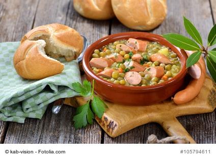 Deftiger Erbseneintopf mit Kartoffeln, Speck und Wiener Wrstchen - Hearty pea stew with potatoes, bacon and Viennese sausages