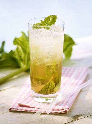 Mit dem alkoholfreien Mineralwasser-Cocktail bleiben Nachtschwärmer garantiert katerfrei.