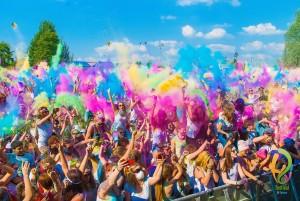 Das Holi Festival of Colours begeisterte 2014 über 450.000 Besucher in rund 30 Städten weltweit.