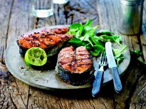 K800_Grill Lachs mit Spinat-Sesam Salat