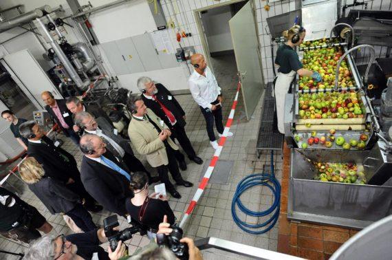 """""""Besuch Deinen Saftladen"""" unter diesem Motto wurde heute die Branchenaktion im bayerischen Rohrdorf eröffnet, an der sich am 17. und 18. September 2016 bundesweit über 80 Fruchtsafthersteller beteiligen."""