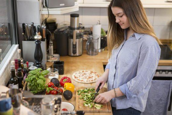nestl kochstudie in der k che bernehmen die kreativen pragmatiker das kommando food monitor. Black Bedroom Furniture Sets. Home Design Ideas