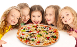 Kinder_essen_Pizza.jpg