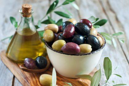 Oliven, grün und schwarz