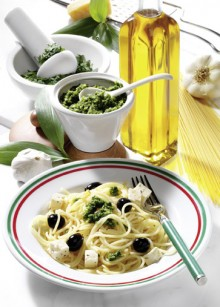 Pasta mit Pesto,Feta,Oliven