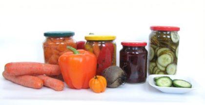 Gemüse in Essig oder Öl eingelegt