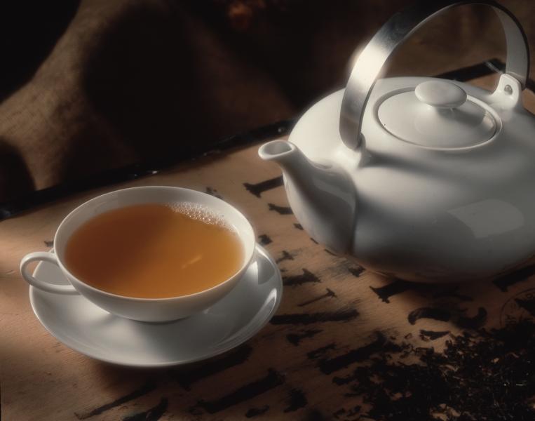Schwarzer Tee: Tasse und Kanne
