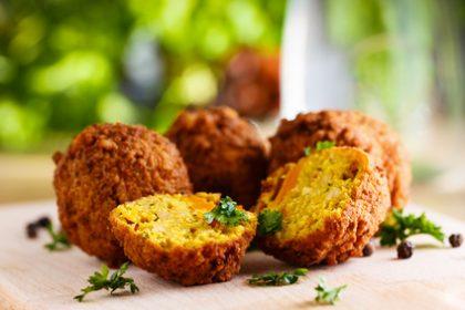 Veganer Fleischersatz: Frische Falafel-Bällchen