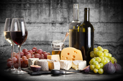 Wein (Käse und Trauben)