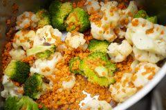 Veganes Blumenkohl-Brokkoli-Curry mit roten Linsen