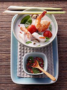 Exotische Chai-Suppe mit Pangasius und Garnelen