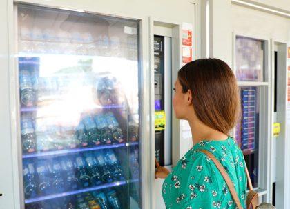 Outdoor Vending Automaten: Flavura Kaffeeautomaten, Getränkeautomaten, Foodautomaten, Snackautomaten, Warenautomaten, Verkaufsautomaten und Kombi-Automaten für Outdoor und Außenbereiche