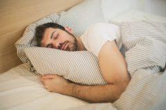 """Ernährung bei Nacht-und Schichtarbeit: Kostenfreier DGE-Folder """"Essen, wenn andere schlafen"""" gibt Tipps für gesundheitsfördernde Verpflegung"""