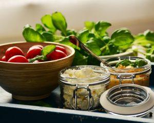 Tomaten, Basilikum, Schafskäse